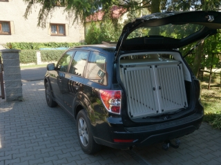 Box4Dogs přepravní klec do auta - Subaru Forester